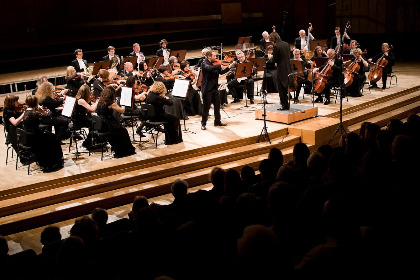 Koncert symfoniczny / Mozart. 4.04.2019. Jakub Jakowicz - skrzypce